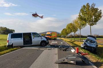 VW-Bus und Auto kollidieren südlich von Zittau: Mindestens drei Verletzte