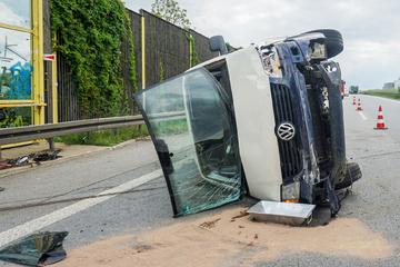 Unfall A4: Schlimmer Unfall auf A4 in Sachsen: Verursacher flieht vom Unglücksort