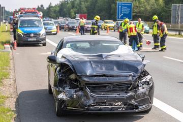 Unfall A72: Crash auf A72: Volvo-Fahrer kracht in Skoda, zwei Verletzte