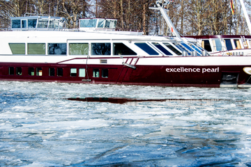 """Flusskreuzer """"Excellence Pearl"""" legt erstmals im Hafen an"""