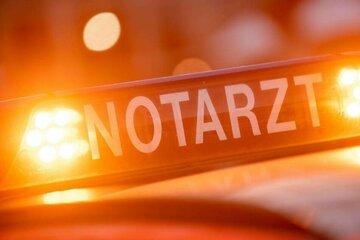 Chemnitz: Schwerer Arbeitsunfall in Chemnitz: Ziegelstein-Palette fällt auf 19-Jährigen