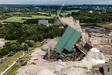 Riesiges Kraftwerk gesprengt: Hier fällt es binnen Sekunden zusammen
