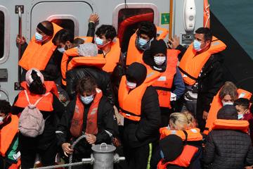 Seenotretter von Ärzte ohne Grenzen bringen 410 Menschen nach Sizilien