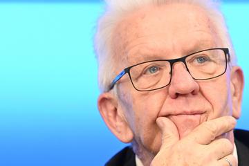 Corona-Krisen-Management: Darum erhält Kretschmann Schulnote 5!