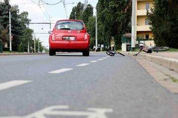 Unfall in Dresden: Kleiner Junge auf Fahrrad von Auto erfasst