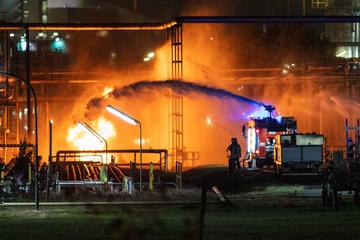 Köln: Flüssiggas ausgetreten: Feuer in Kölner Chemie-Werk löst Großalarm aus
