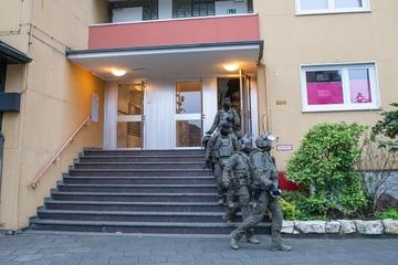 Razzia gegen Dealer-Gang in Köln: Kripo findet illegale Schusswaffe und Betäubungsmittel