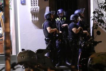 Frau (40) beim Gassigehen beschossen: Großeinsatz der Polizei!