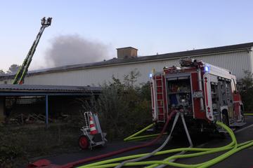 Leipzig: Lagerhalle im Landkreis Nordsachsen in Flammen