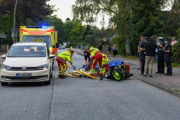 Schwerer Unfall! Rollerfahrer kracht in Taxi