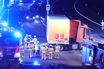 Unfall A17: A17 stundenlang gesperrt: Dieser Suff-Unfall war Schuld
