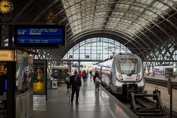 Leipzig: Nach Rauswurf aus Regionalbahn: Mann (31) ohne Ticket fährt einfach auf Zugdach weiter