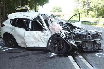 Todesdrama auf Bundesstraße: Mann von schwangerer Fahrerin stirbt