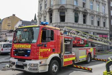 Explosion zerstört Haus, neun Menschen gerettet, darunter ein Baby!