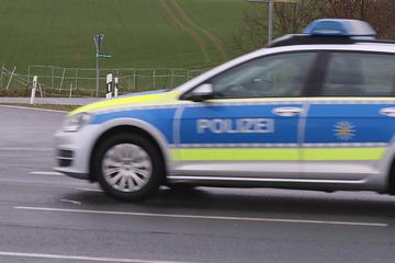 Verfolgungsjagd mit der Polizei: Frau flieht im Drogenrausch mit Kleinkind und unterschlagenem Auto!
