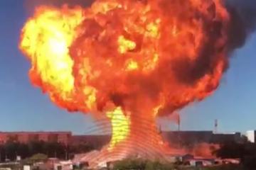 Riesiger Feuerball: Tankstelle explodiert in Russland
