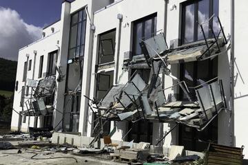 Nach Zerstörungs-Orgie mit Bagger: Was hat den Bauunternehmer nur geritten?