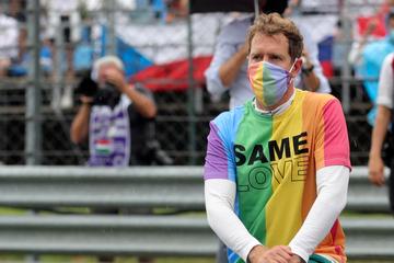 Regenbogen-T-Shirt bei der Hymne: Vettel nach Verwarnung jetzt disqualifiziert!