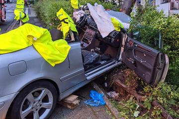 Frau bei Unfall in Auto eingeklemmt: Rettung stellt Feuerwehr vor Probleme