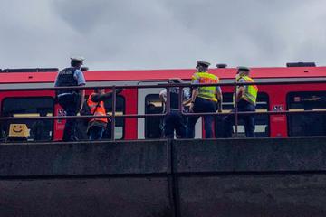 Hamburg: S-Bahn bleibt liegen: Zugverkehr in Hamburg unterbrochen
