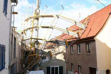 Gerüst auf Haus gestürzt: Sturm richtet in Baden-Württemberg viele Schäden an
