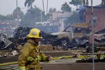 Flugzeug kracht in Wohngebiet - mindestens zwei Tote