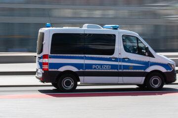 Mann will ins Auto steigen, wird attackiert und ausgeraubt: Zeugen gesucht!