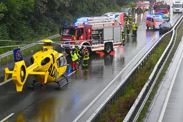Zwei Autobahn-Unfälle innerhalb von 18 Minuten: 17 Menschen verletzt