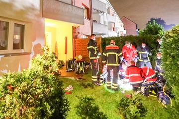 Mann und Frau stürzen vom Balkon: 19-Jährige schwer verletzt