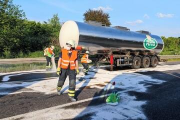 Umwelt-Verschmutzung auf der A1: Nach Crash laufen Hunderte Liter Diesel aus
