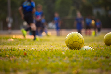 Eskalation im Amateurfußball: Spieler landen nach gezielten Attacken im Krankenhaus