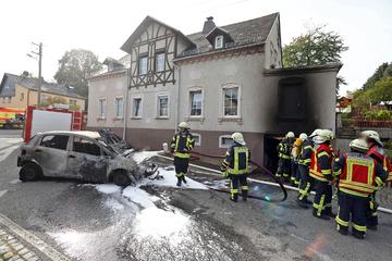 Fiat fackelt in Garage ab: Feuerwehr kann Schlimmeres verhindern