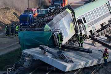 Zug kracht in 140-Tonnen-Brückenteil: Darum kam es zum tödlichen Unglück!
