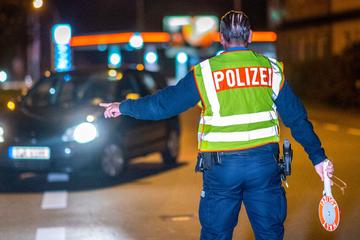 Licht an! Polizei kontrolliert Autofahrer in der Dämmerung