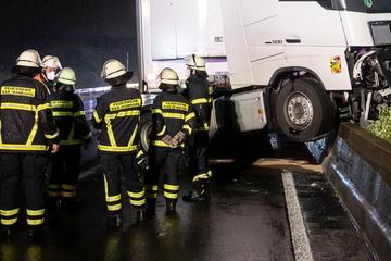 Unfall A7: Zwei Lastwagen-Unfälle bei regennasser Fahrbahn: Sperrungen auf A7 und A5