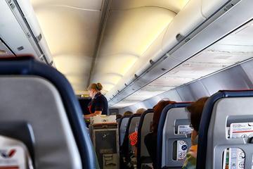 Kurioser Rechtsfall: Frau verbrennt sich im Flugzeug an Suppe und verlangt Schmerzensgeld