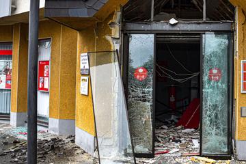 """""""Bild der Zerstörung"""": Unbekannte sprengen Geldautomaten in die Luft"""