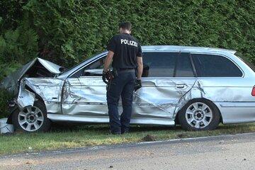Vater lässt dreijährige Tochter nach Autounfall verletzt zurück