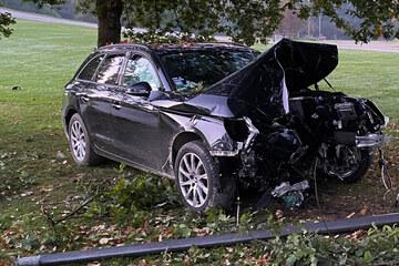 Drei Verletzte auf dem Olympiagelände: Audi reißt Straßenlaterne um