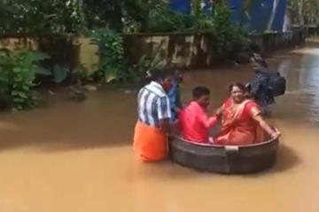 Starkregen setzt Straße unter Wasser: Paar schwimmt im Kochtopf zum Hochzeitfest