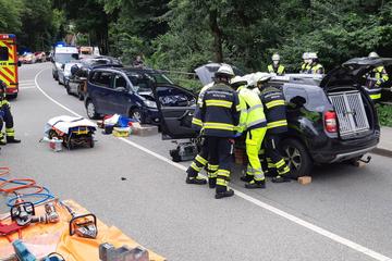 Schwerer Unfall: Dacia mit Mutter, Kind und zwei Hunden an Bord kracht frontal in VW