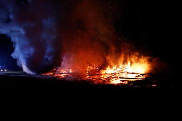 Brand in Niederbayern: Holzlager geht in Flammen auf