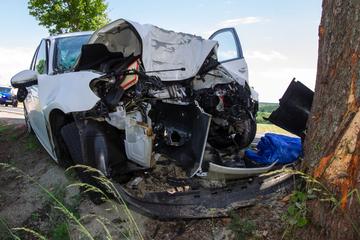 Tödlicher Unfall im Vogtland: 24-Jähriger stirbt nach Baum-Crash