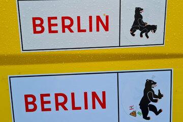 Berlin: Bumsi-Bärchen bei der BVG: Das Berliner Wappentier säuft und kifft sich durch die Hauptstadt