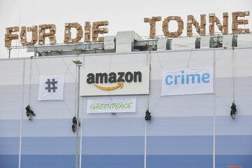 Greenpeace deckt auf: Amazon vernichtet trotz Gesetzesentwurf weiterhin Neuware