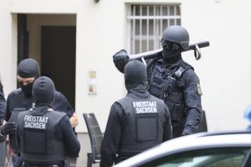 Leipzig: Razzia auf der Eisenbahnstraße: Schwer bewaffnete LKA-Beamte im Einsatz