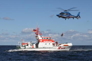 Mehrere Hubschrauber im Einsatz: Suche nach vermisstem Angler in der Ostsee abgebrochen