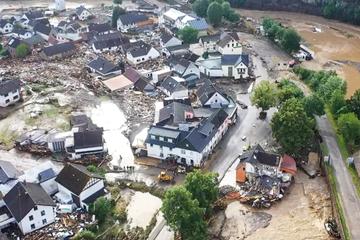 Muchas casas muertas, colapsadas y muchas desaparecidas después de graves inundaciones