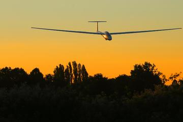 Pilot verliert Kontrolle: Segelflugzeug stürzt ab, zwei Tote