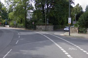Dresden: Fahrerflucht nahe Schillerplatz: Radlerin schwer verletzt